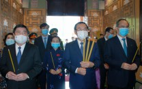 LEADERS OF HCM CITY OFFERED INCENCE TO PRESIDENT  TON DUC THANG ON THE OCCASION OF  46 YEARS OF THE LIBERATION OF THE  SOUTH AND  REUNIFICATION OF THE